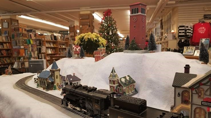 bookstore train display detail